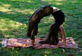 Yoga-Tuch in floralem Design orange