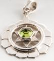 4. Chakra Anhänger aus Silber mit Peridot