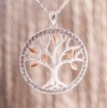 Lebensbaum versilbert, mit Glaskristallumrandung,an 70cm langer, versilberter Kette