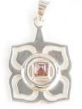 1. Chakra Anhänger aus Silber mit Granat